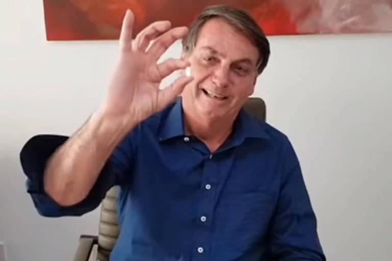 Bolsonaro publica vídeo tomando hidroxicloroquina e se diz melhor da Covid-19 em registro compartilhado em julho deste ano