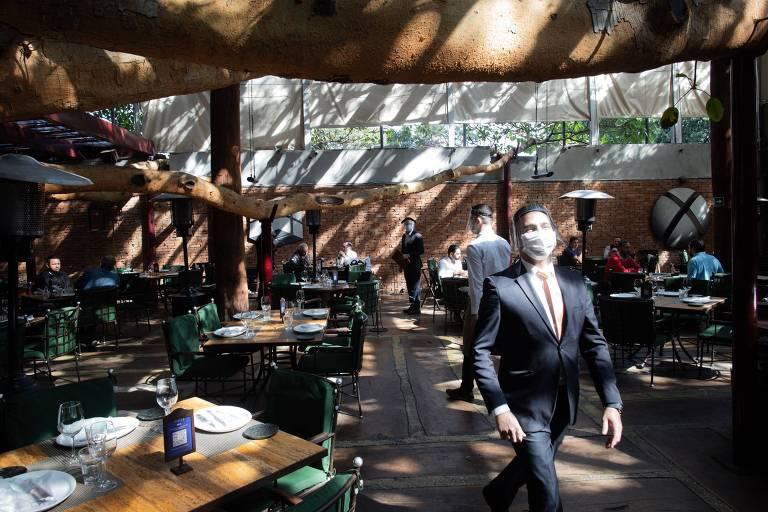Segundo dia de operações do restaurante Figueira Rubaiyat, após a autorização do Governo de São Paulo para reabertura de bares, restaurantes, salões de beleza e barbearias