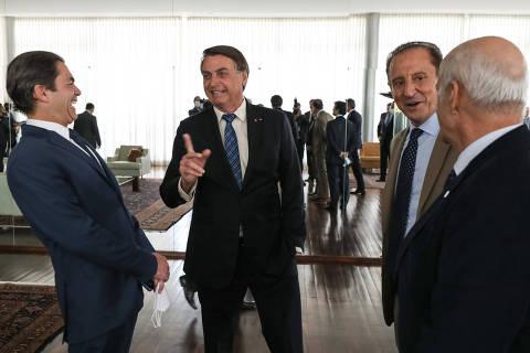 Nos últimos 14 dias, Bolsonaro se aglomerou e interagiu, sem máscara, com centenas de pessoas