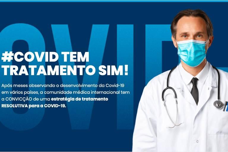 """Print da página inicial do site """"Covid Tem Tratamento Sim""""; aparece um médico de máscara em fundo azul"""