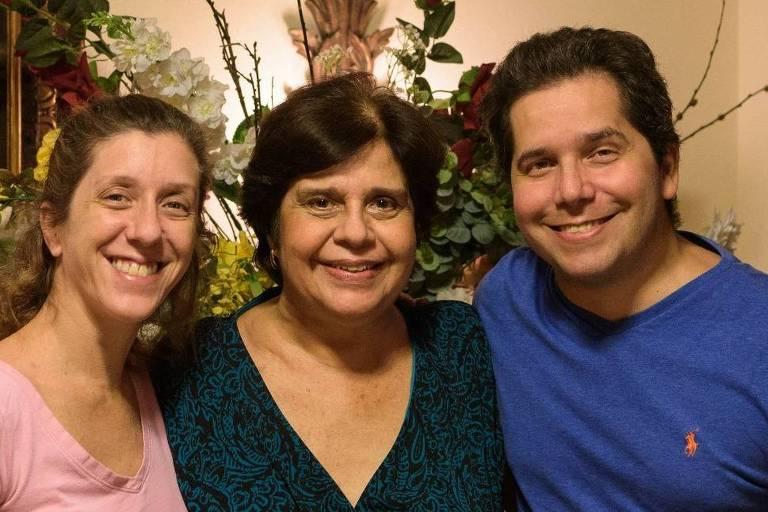 Rosana Maria Martins (1948-2020) com os filhos Christina Silver e Albert Silver