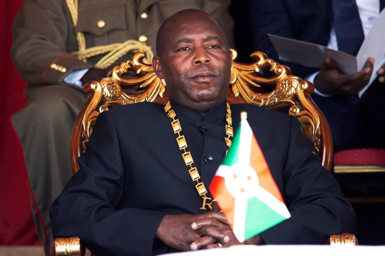 O novo presidente do Burundi, Evariste Ndayishimiye, durante cerimônia de posse após a morte de antecessor