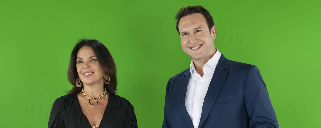 Carolina Ferraz e Eduardo Ribeiro gravam chamada para o Domingo Espetacular, na Record