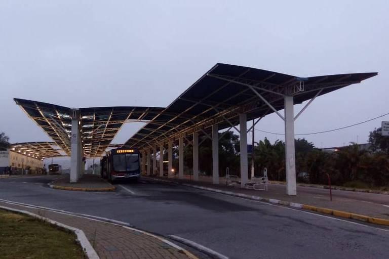 Terminal da EMTU do bairro fica na cidade de Poá