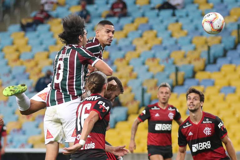Gilberto cabeceia para marcar gol do Fluminense