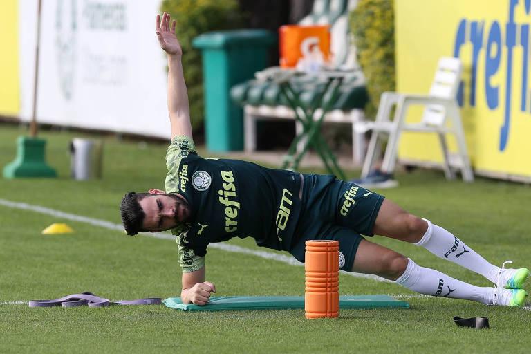 O jogador Bruno Henrique, do Palmeiras, durante avaliação física na Academia de Futebol