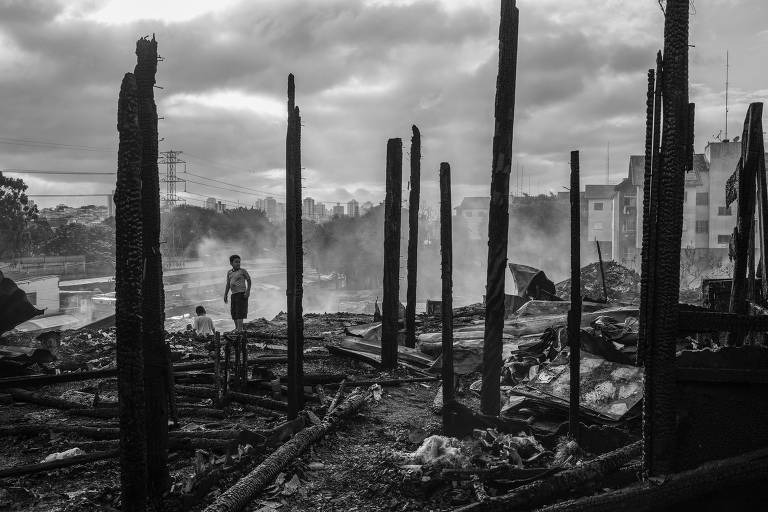 Incêndio atinge comunidade Zaki Narchi, na zona norte de SP