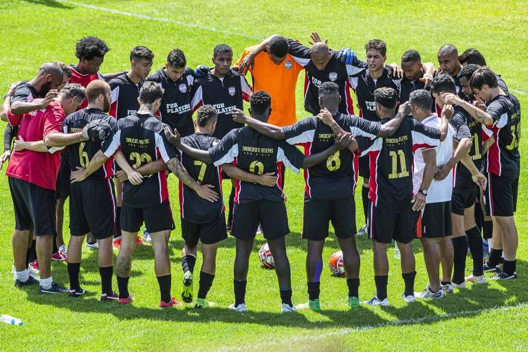 Jogadores em busca de clube durante peneira promovida pelo Sindicato dos Atletas de São Paulo
