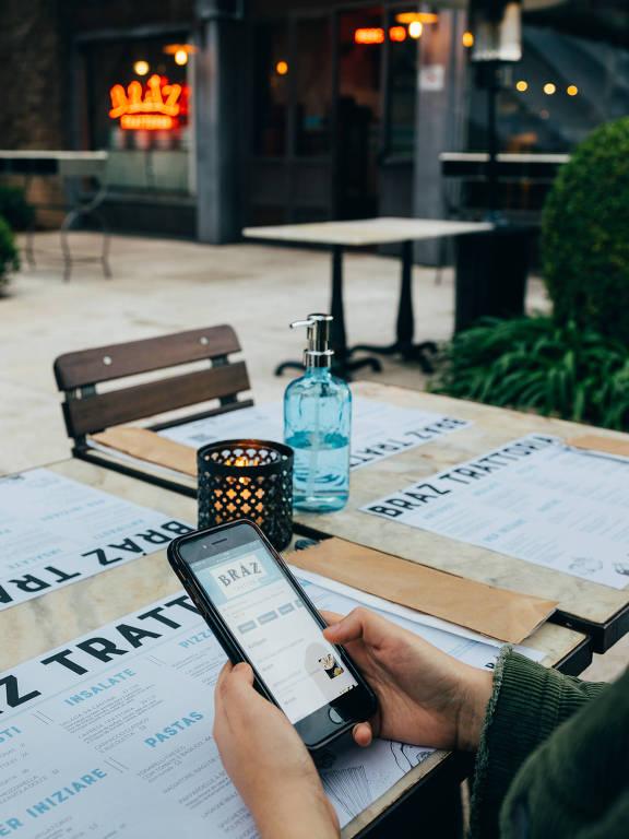 Cardápio no celular e álcool em gel nas mesas são novidade na Bráz Trattoria, no shopping Cidade Jardim