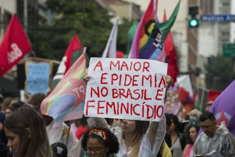 Manifestação de movimentos de mulheres e centrais sindicais  contra o presidente Jair Bolsonaro, o feminicidio, a disparidade salarial, a violência e a perda de direitos, no começo de março