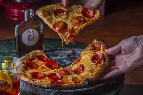 Locale Caffè sugere combo com pizza, canollo e drinque para o Dia da Pizza
