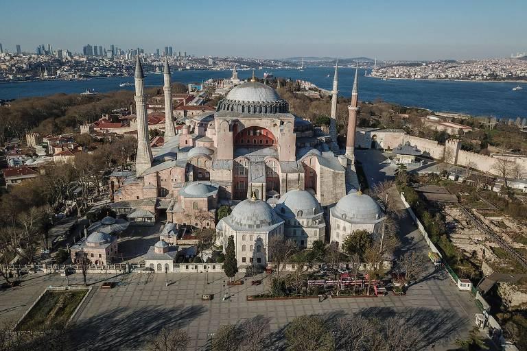 Museu da catedral de Hagia Sophia volta a ser uma mesquita em Istambul