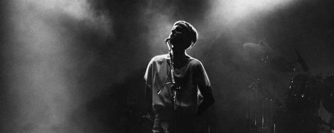 ORG XMIT: 472801_0.tif SÃO PAULO, SP, BRASIL, 02-12-1988: Música: o cantor Cazuza durante seu show no Palace. (Foto: Masao Goto Filho/Folhapress - Negativo: SP 09552-88)
