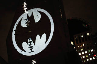 Bat-sinal � projetado em pr�dio na Cidade do M�xico