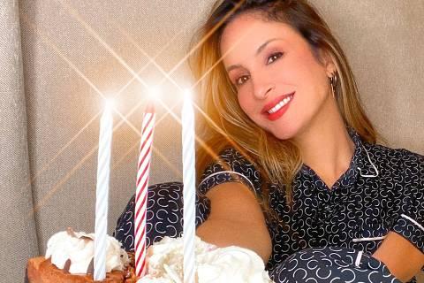 Claudia Leitte faz live no dia do seu aniversário de 40 anos