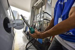 Vista de um posto de combustível na região central de São José dos Campos (SP)
