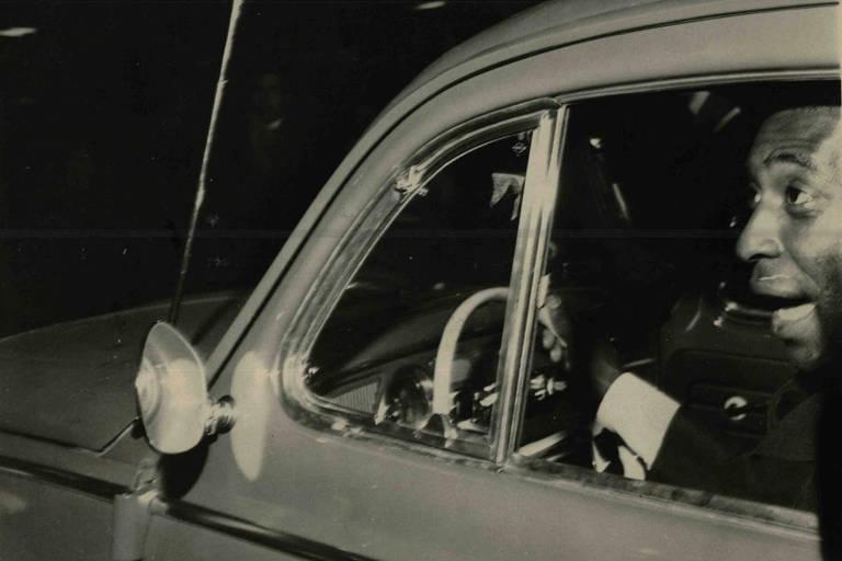 Pelé recebe Fusca de presente da Prefeitura de São Paulo, em 1970