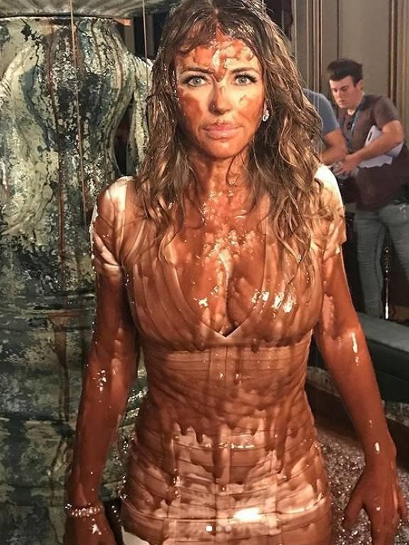 Atriz Elizabeth Hurley no chocolate