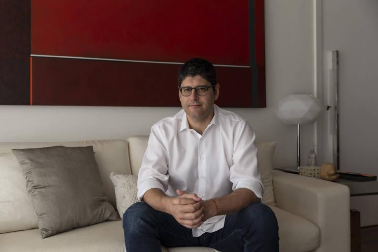 Rogério Chequer na sua casa, em SP