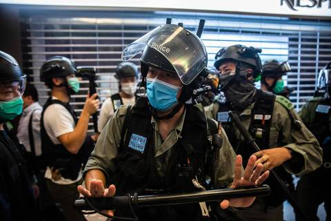 Riot police clear an area during a demonstration in a mall in Hong Kong on July 6, 2020, in response to a new national security law introduced in the city which makes political views, slogans and signs advocating Hong Kong's independence or liberation illegal. - Hong Kongers are finding creative ways to voice dissent after Beijing blanketed the city in a new security law and police began making arrests for people displaying now forbidden political slogans. (Photo by ISAAC LAWRENCE / AFP) ORG XMIT: IL001