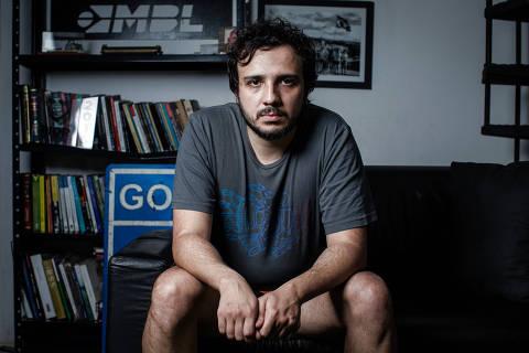 SÃO PAULO, SP, 25.07.2019 - Renan Santos, um dos fundadores e coordenador do MBL (Movimento Brasil Livre), no escritória do MBL, na Vila Mariana, em São Paulo. (Foto: Eduardo Anizelli/Folhapress)