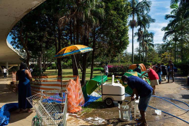 Vendedores ambulantes no entorno do Ibirapuera
