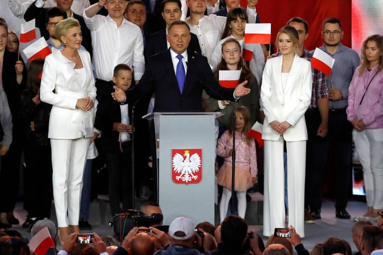 Andrzej Duda, presidente da Polônia e candidato à reeleição com o apoio do PiS (partido que detém o governo), faz pronunciamento depois de uma pesquisa sobre o pleito que acontece no país
