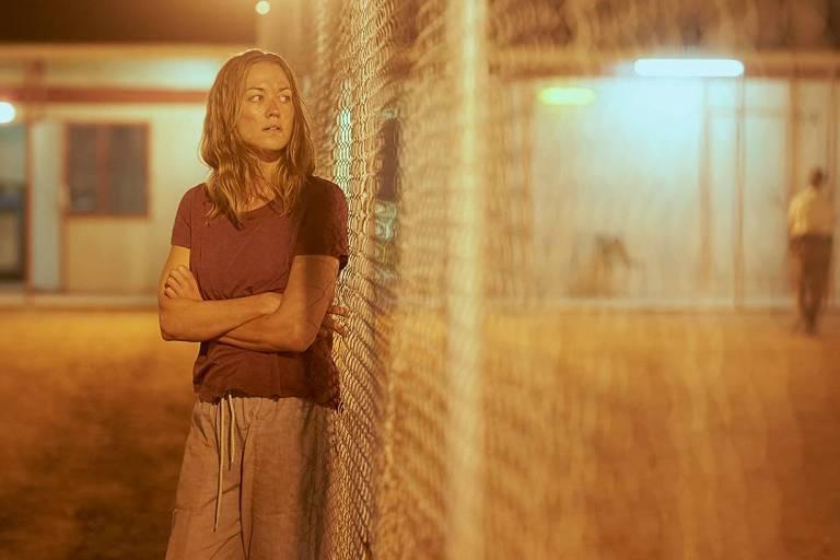Yvonne Strahovski em cena da série 'Estado Zero', da Netflix