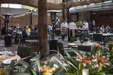 Nem final de semana salva reabertura de restaurantes em SP