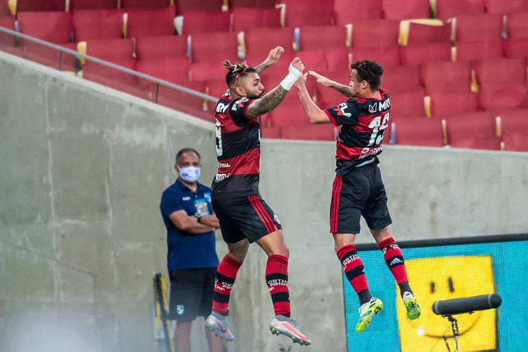 Gabigol e Michael comemoram o segundo gol do Flamengo no Maracanã