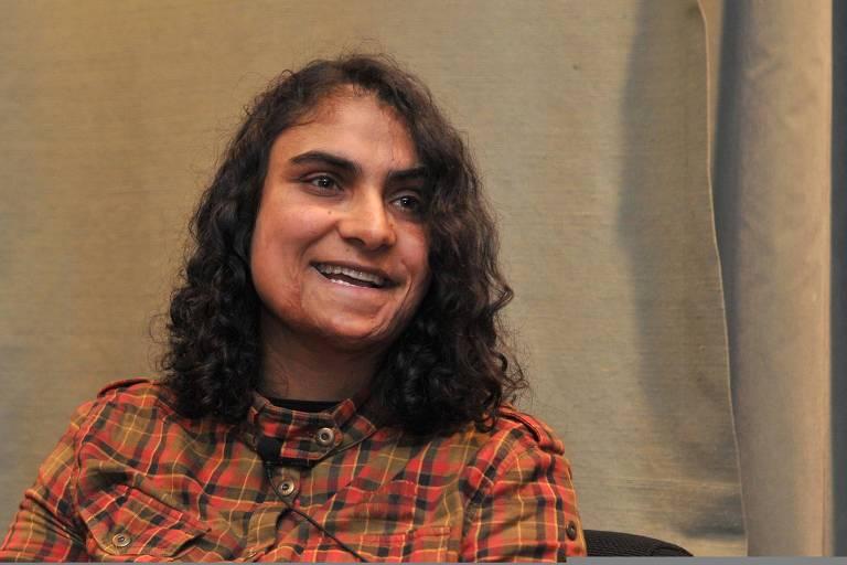 A afegã Nadia Ghulam, que se disfarçou de homem por dez anos para sobreviver ao Taleban e hoje vive na Espanha
