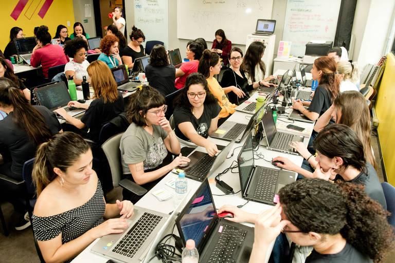Alunas do Laboratória, programa de formação de mulheres programadoras front-end