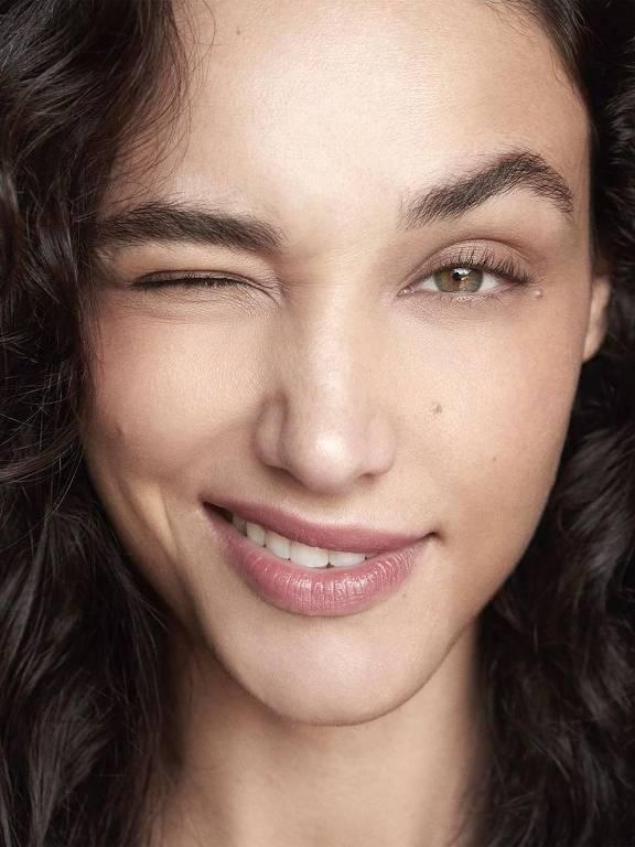 Imagens da atriz Débora Nascimento