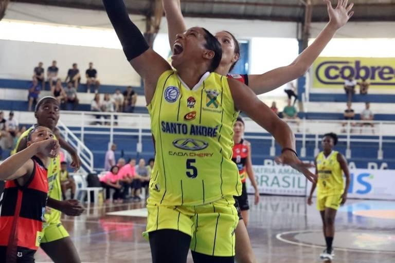 Ariadna, do Santo André, em partida contra o Sport Recife pela Liga de Basquete Feminina (LBF), em 8/3/2020