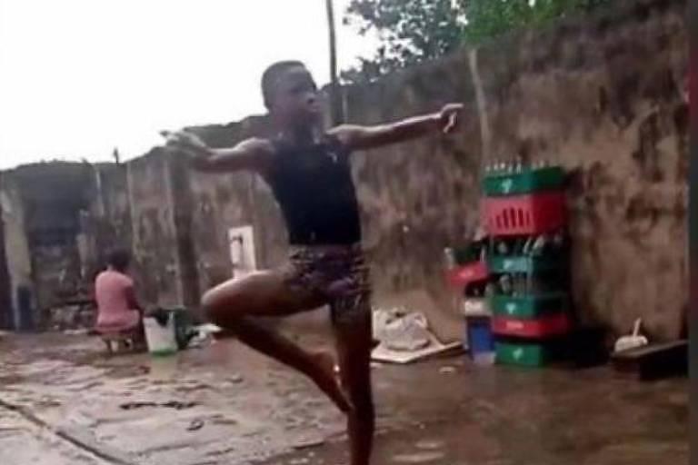 Vídeo do menino Anthony dançando descalço viralizou em todo o mundo