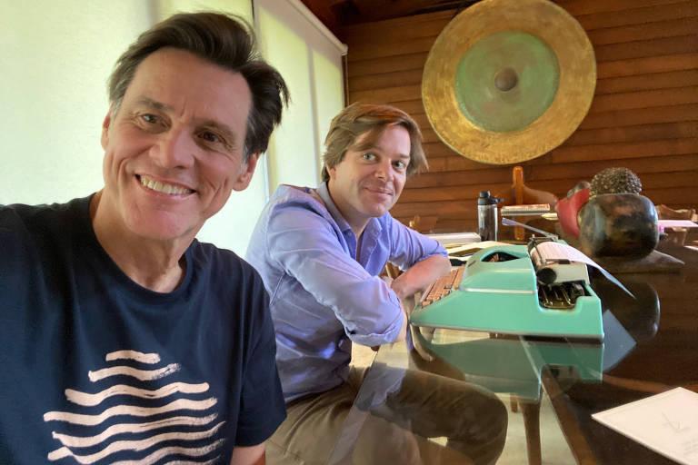 Jim Carrey e Dana Vachon, autores do romance 'Memoirs and Misinformation'