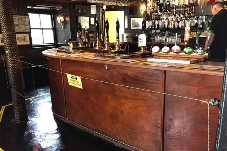 Pub inglês 'Star Inn' adota medidas radicais para conter aglomeração