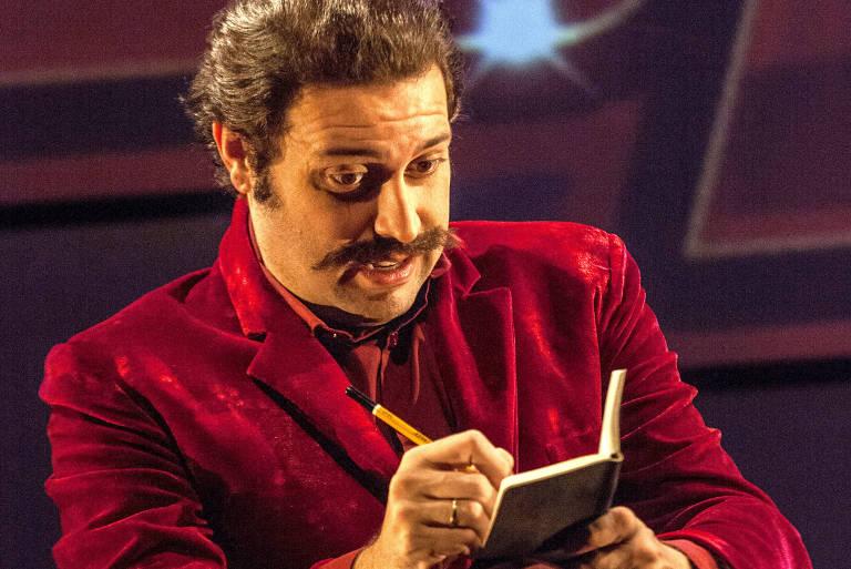 Pedroca Monteiro na comédia 'Simples Assim', sob a direção de Ernesto Piccolo