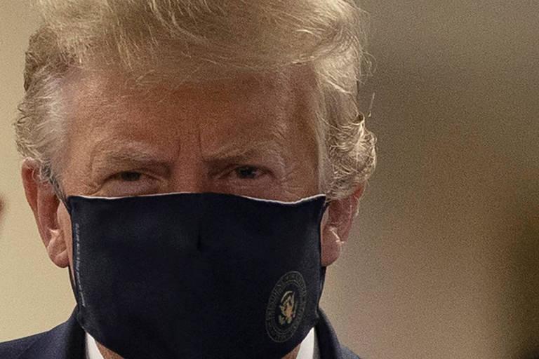 Trump de máscara