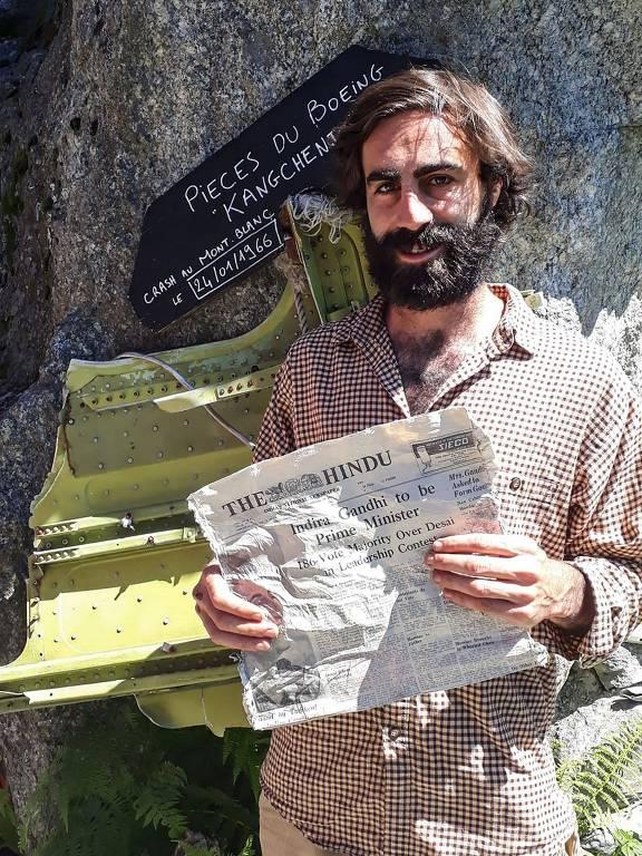 Thimotee Mottin, gerente do café-restaurante Cabane du Cerro, perto da geleira Bossons, posa em 9 de julho de 2020, em seu café perto de Chamonix, nos alpes franceses.
