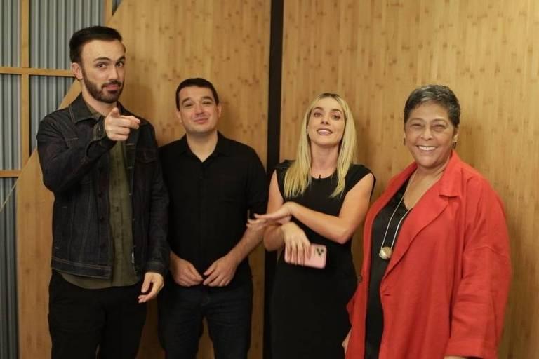 Da esq. para a dir.: Léo Paixão, Rafa Costa e Silva, a apresentadora Monique Alfradique e a chef Kátia Barbosa