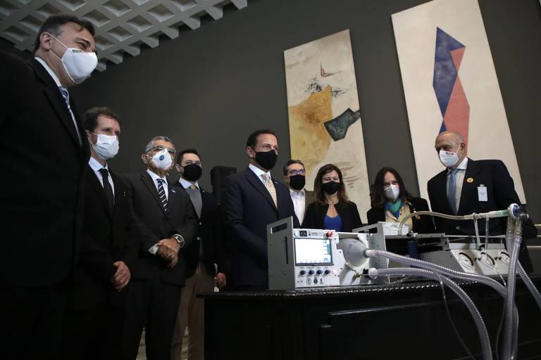 O governador João Doria apresentou o aparelho que será usado no Hospital das Clínicas a partir desta quinta-feira (15)