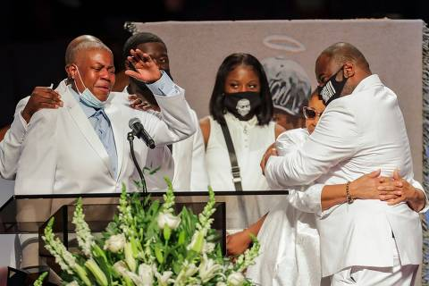 Family members grieve as they speak during the funeral for George Floyd on June 9, 2020, at The Fountain of Praise church in Houston. - George Floyd will be laid to rest Tuesday in his Houston hometown, the culmination of a long farewell to the 46-year-old African American whose death in custody ignited global protests against police brutality and racism.Thousands of well-wishers filed past Floyd's coffin in a public viewing a day earlier, as a court set bail at $1 million for the white officer charged with his murder last month in Minneapolis. (Photo by Godofredo A. VASQUEZ / POOL / AFP) ORG XMIT: TransReb