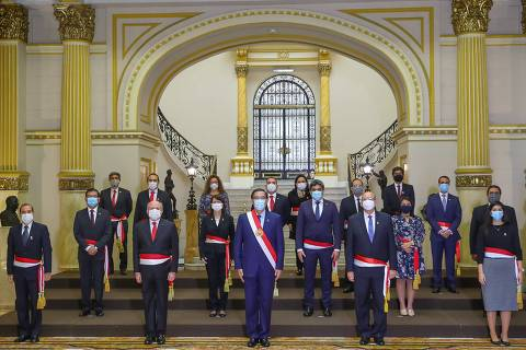 Handout picture released by Peru's Presidency of Peru's newly sworn Ministers, including Prime Minister Pedro Cateriano and Health Minister Pilar Mazzetti, standing for a group picture next to President Martin Vizcarra (front C) following their inauguration ceremony at the Golden Salon in the Presidential Palace in Lima on July 15, 2020. - Vizcarra reshuffled most of his cabinet, including his Health Minister, amid the COVID-19 novel coronavirus pandemic. (Photo by - / PRESIDENCIA DEL PERU / AFP) / RESTRICTED TO EDITORIAL USE - MANDATORY CREDIT
