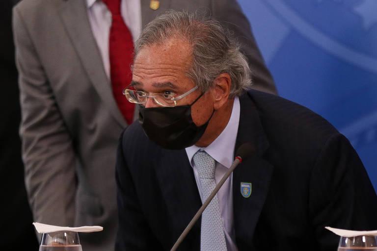 Ministro da Economia, Paulo Guedes, de máscara preta