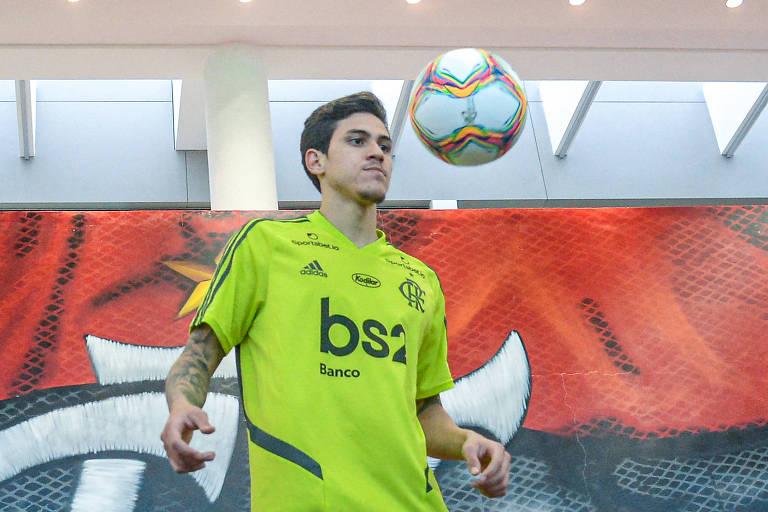 O atacante Pedro poderia ajudar o Flamengo, mas o técnico Rogério Ceni não o escala com Gabigol