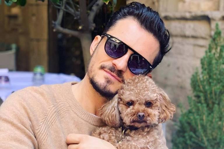 Orlando Bloom com seu cachorro de estimação Mighty