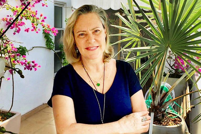 Elizabeth Savalla em  casa