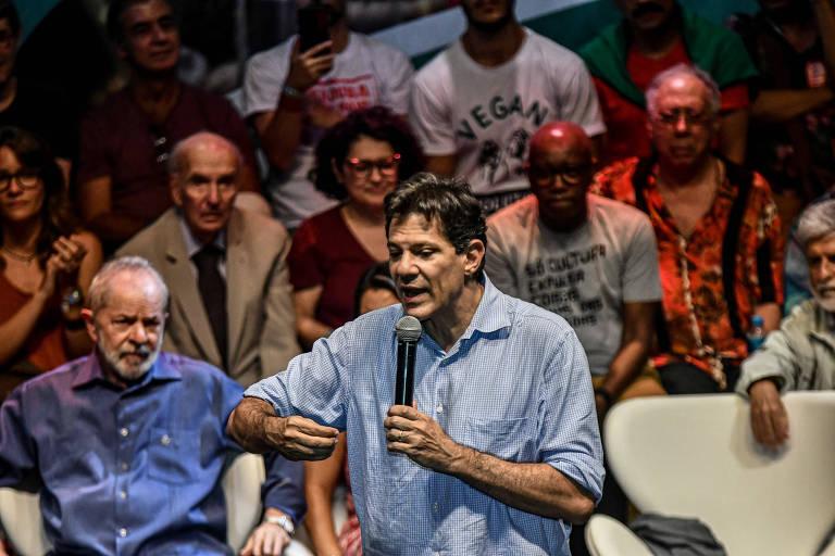 Haddad fala durante ato sobre cultura, observado por Lula, no fim de 2019 no Rio