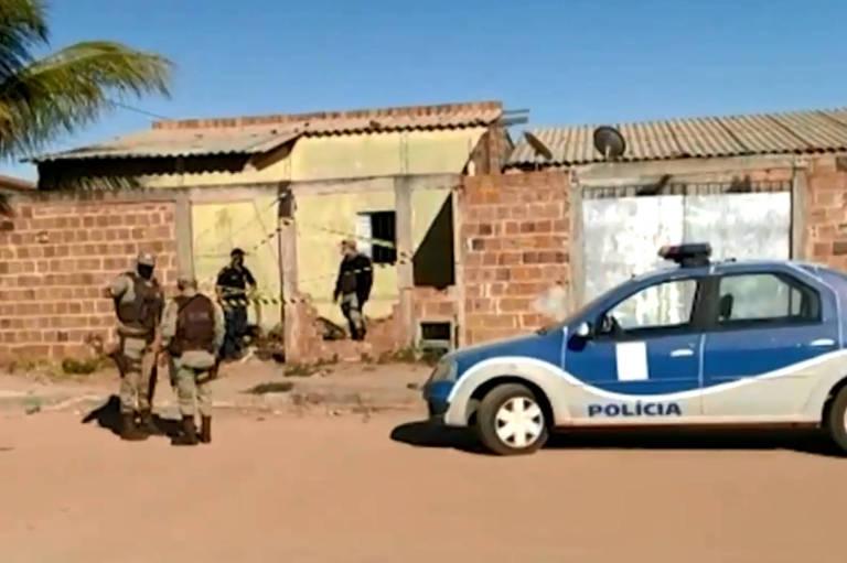 Polícia no bairro Conquista, em Luís Eduardo Magalhães (BA), onde corpo de Guilherme de Souza foi achado